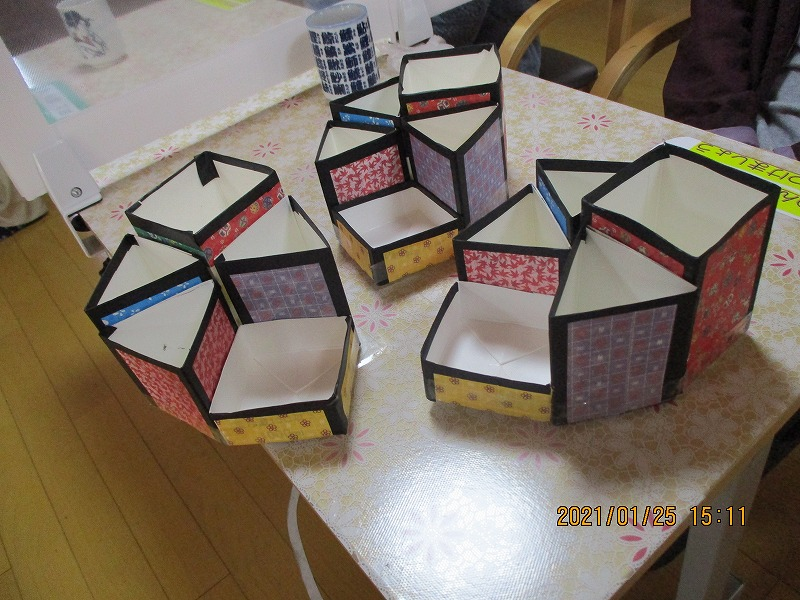 千代紙で和モダン柄の小物入れを牛乳パックで制作